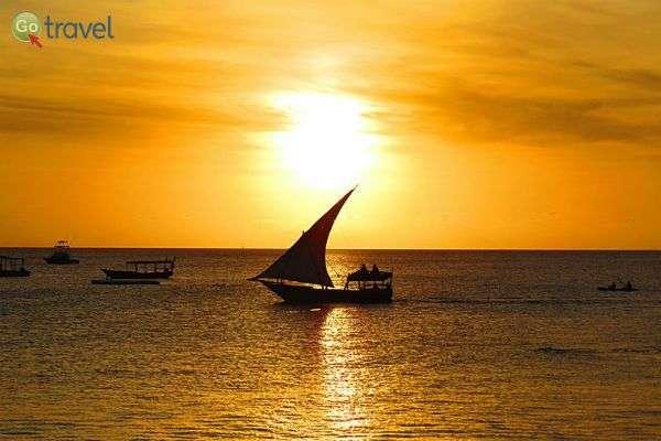סירות הדאו המסורתיות מעטרות את קו האופק האפריקני (צילום: אמיר גור)