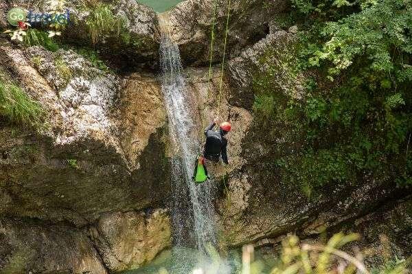 קניונינג - גלישה עם הגוף (צילום: לשכת התיירות הסלובנית)