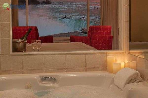 החיים הטובים - ג'קוזי ושמפניה מול הנוף (צילום: מלון Mariot)