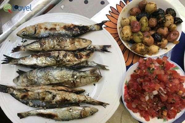 דגים מרוקאיים ועגבניות פיקנטיות (צילום: אייל הירש)