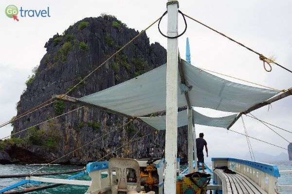 שייט על סירה מקומית בין האיים (צילום: rmac8oppo)