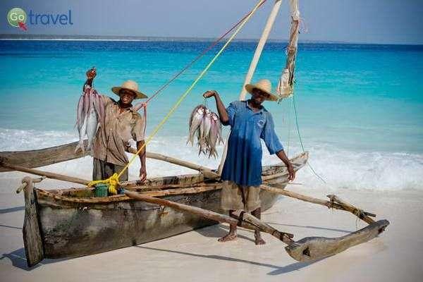 דייגים מקומיים  (צילום: משה שי)