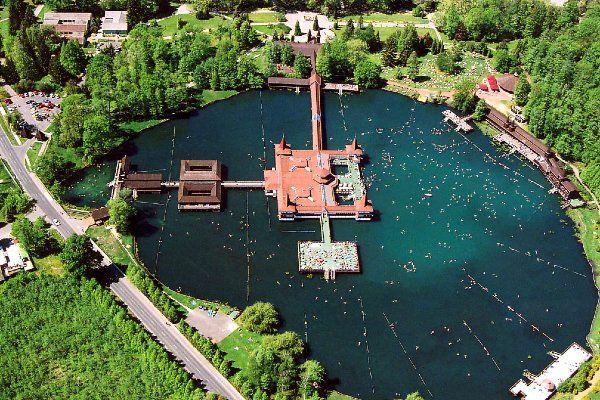 אגם המים התרמיים הוויז (צילום: Civertan Grafikai Studio)