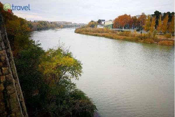 נהר אברו, למרגלות העיר סרגוסה (צילום: ירדן גור)