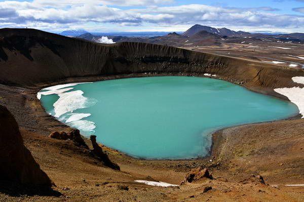 אגם בלוע הר הגעש קרפלה  (צילום: James Stringer)