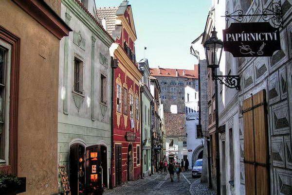 הרחוב המוליך לטירה  (צילום: Govisity)