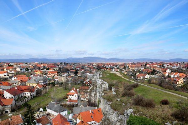 העיירה וספרם - אחת העתיקות בהונגריה (צילום: Janos Korom Dr)