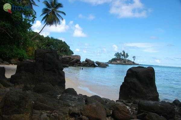 """כל חוף בסיישל יכול לזכות בתואר """"היפה ביותר"""" (צילום: רמי דברת)"""