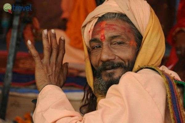 מחפשים תשובות לשאלות - תהליך החזרה בתשובה בהודו (צילום יותם יעקבסון)