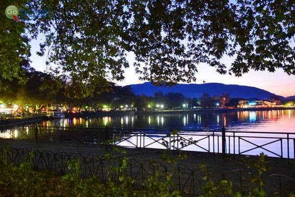 האגם לעת ערב עם שלל מסעדות לחופיו  (צילום: כרמית וייס)