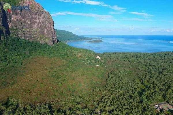 צוק לה מורן בחוף הדרומי  (צילום: עמית אופיר)