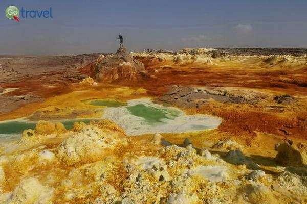 מינרלים צובעים את הבריכות בצבעים ועזים  (צילום: ציפי סרן)