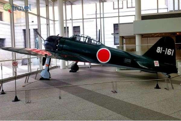 מטוס קמיקאזה ששומר במוזיאון יושוקאן (צילום: איריס לוין)