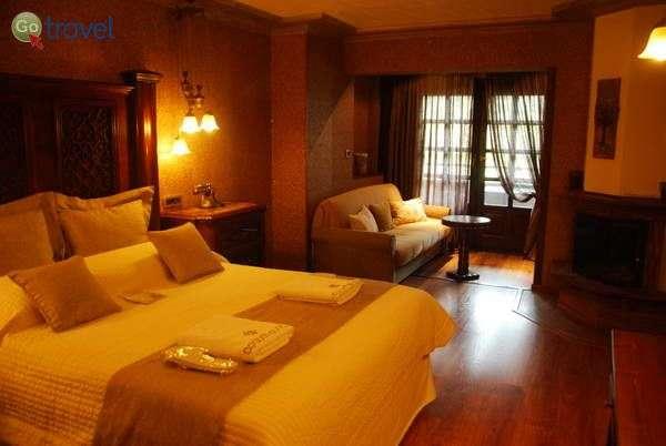 מלון ארומה דריוס, מצובו   (צילום: כרמית וייס)