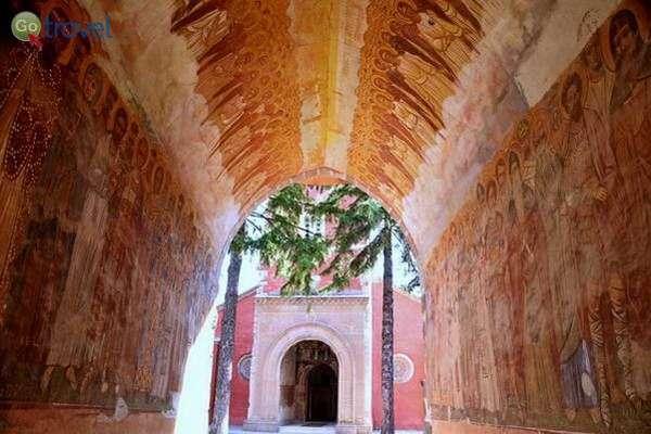 ציורי קיר במנזר ז'יצ'ה  (צילום: כרמית וייס)