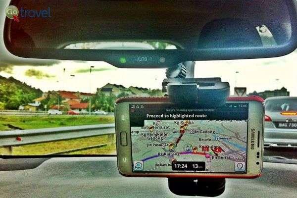 """אפליקציות הניווט עובדות נפלא גם בחו""""ל (צילום: Maurina Rara)"""