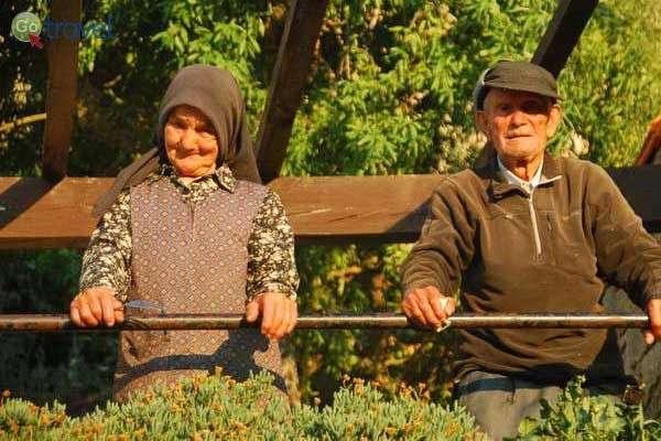 תושבים מקומיים בכפר קטן בהרים (צילום: כרמית וייס)