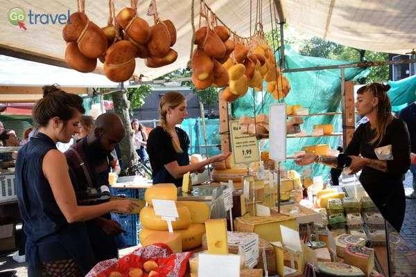 דוכן גבינות בשוק  (צילום: כרמית וייס)