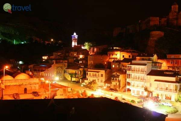 המסגד הגדול של טביליסי ובתי העיר העתיקה  (צילום גלעד תלם)