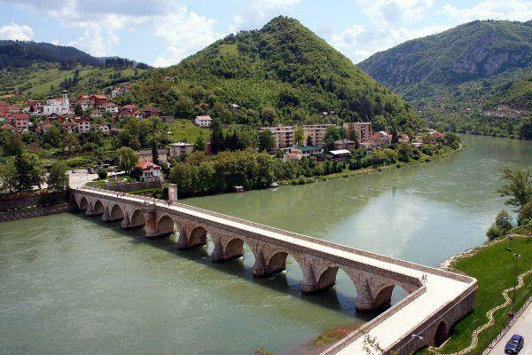 גשר מהמט פאשה סוקולוביץ' מלמעלה (צילום: ljubar)