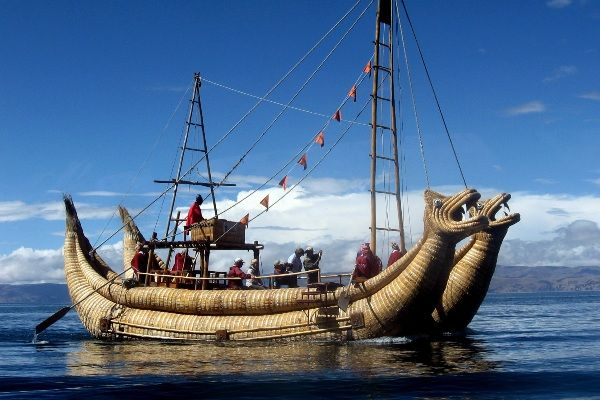 שייט בסירת גומא באגם טיטיקקה (צילום: Christopher Porter)