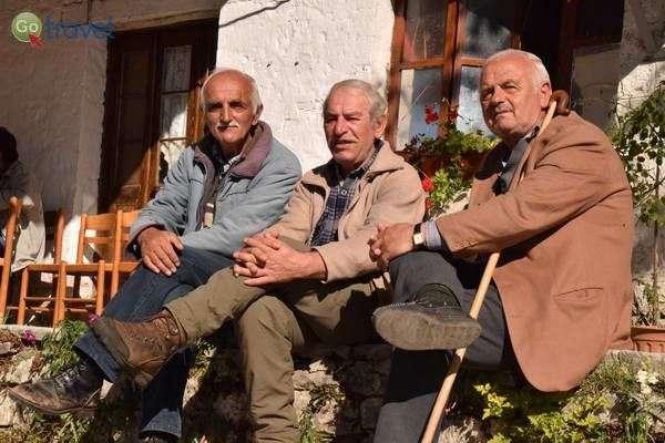 הזקנים של הכפר קלריטס  (צילום: כרמית וייס)