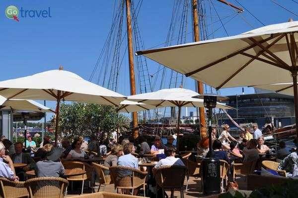 מבלים בנמל (Admiral Hotel Copenhagen)