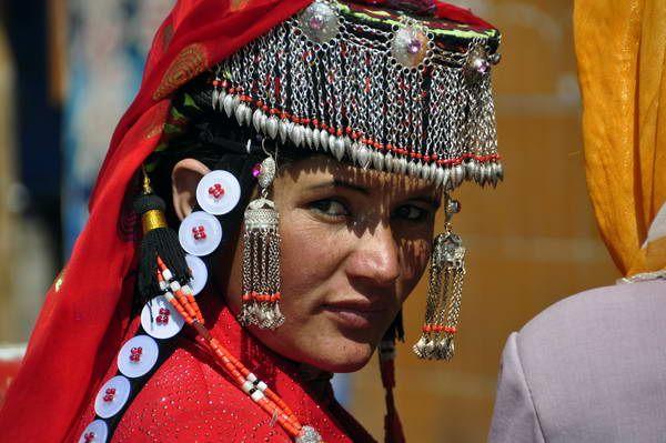 פנים על דרך המשי, בת המיעוט הטג'יקי בסין (צילום: אהוד מלמד)