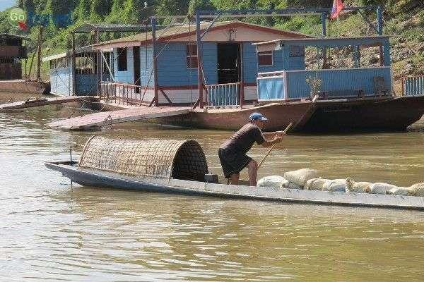 כשנגמר המקום בעיר... גרים על המים (צילום: jayarc)