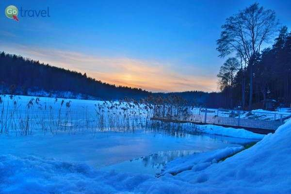 שקיעה על האגם הקפוא   (צילום: כרמית וייס)