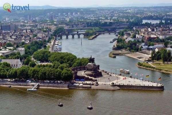 הפינה הגרמנית, במפגש הנהרות (צילום: Gerhard Rieß)