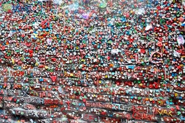 """""""קיר המסטיקים""""... (צילום: נטע קלימי עילם)"""