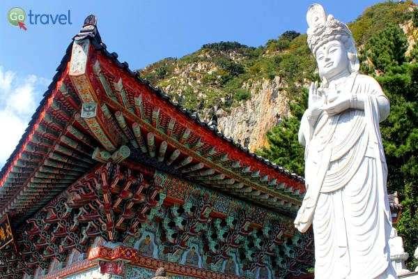 מקדשים צבעוניים ברחבי האי (צילום: יובל נעמן)