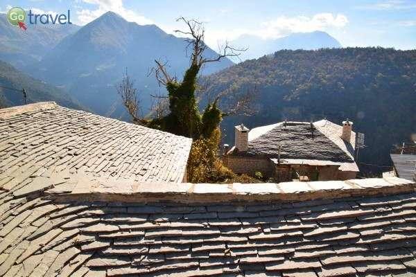 גגות הצפחה של הכפר קלריטס  (צילום: כרמית וייס)