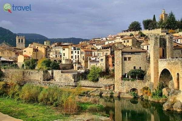 כפרים עתיקים בהרי הפרנאים  (צילום: Jorge Franganillo)