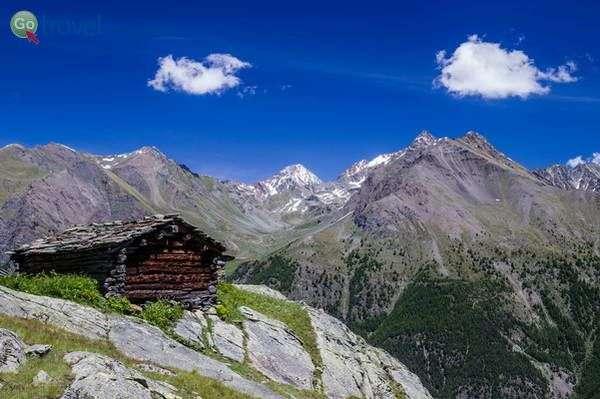 בקתת הרים מעל עמק קוינה  (צילום: Fulvio Spada)