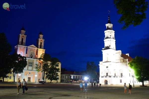 כיכר בית העירייה לעת ערב   (צילום: כרמית וייס)