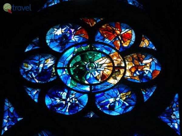 חלון הויטראז' של שאגאל בקתדרלה של ריימס (צילום: כרמית וייס)