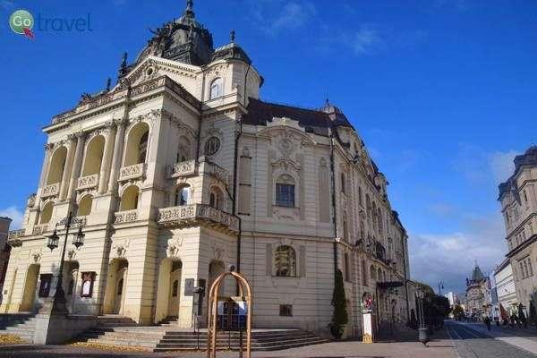 בניין התאטרון של קושיצה  (צילום: כרמית וייס)