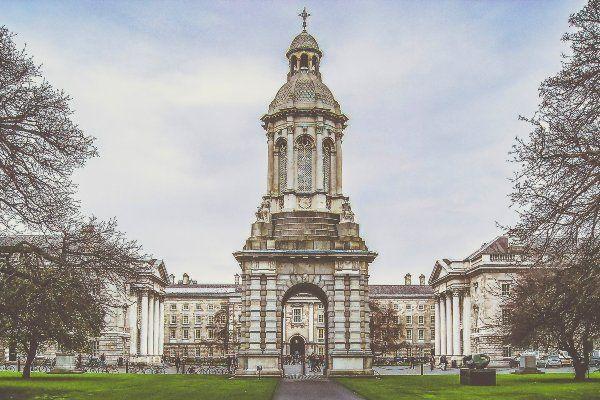 טריניטי קולג' המפורסם בדבלין (צילום: K. Mitch Hodge)