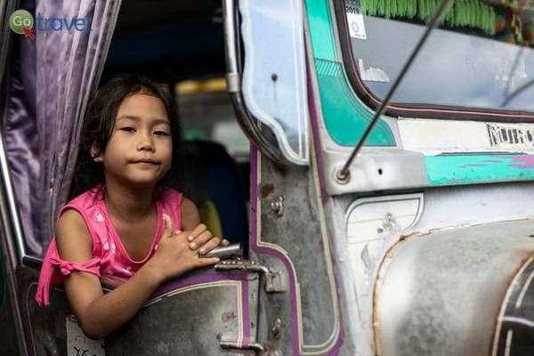 מפגש עם הדור הצעיר בפיליפינים   (צילום: גיא פריבס)