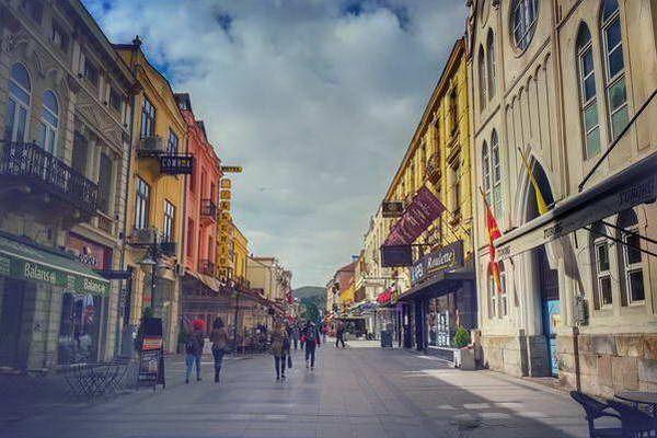 הרחוב הראשי בעיר ביטולה  (צילום: Shqipe Asani)
