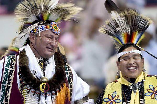 תחרות ריקודי  Pow Wow  (צילום: Katherine Fogden)