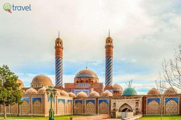 מסגד ומוזולאום בעיר גנג'ה  (צילום: Sosialplus)