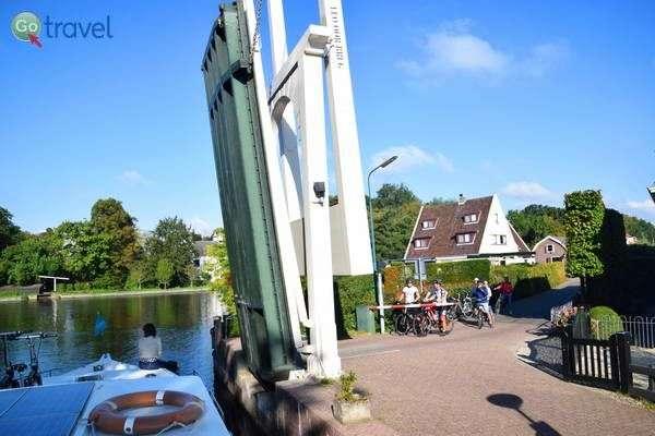 הגשר מתרומם עבורנו  (צילום: כרמית וייס)