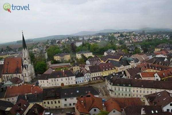 גגות העיירה מלק בתצפית מהמנזר (צילום: כרמית וייס)