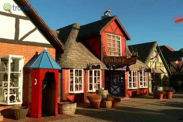 העיירה הדנית סולבאנג בלב קליפורניה  (צילום: Alkan de Beaumont Chaglar)