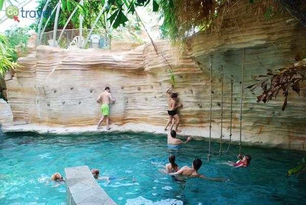 אפשר להעביר יום שלם בבילוי בפארק המים שבכפר  (צילום: כרמית וייס)