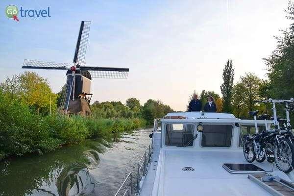 אופניים ותחנת רוח - כל כך הולנדי  (צילום: כרמית וייס)