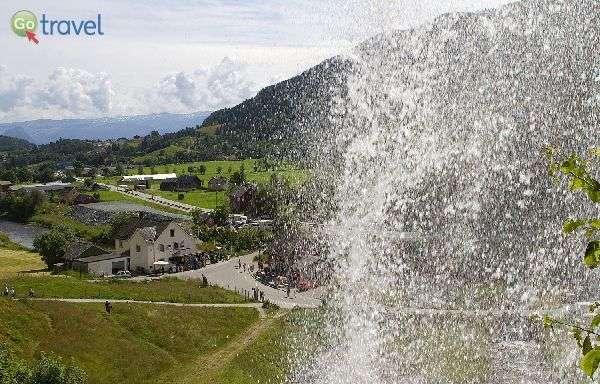 מבעד לטיפות מפל סטיינסדלפוסן (צילום: נורית פרח)
